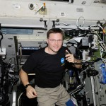 ISS-24_Doug_Wheelock_uses_ham_radio_system_1